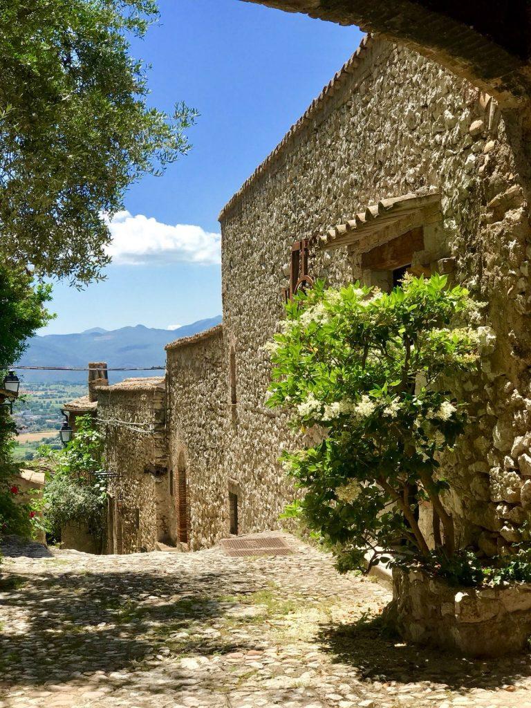 Il Borgo Lizori in estate